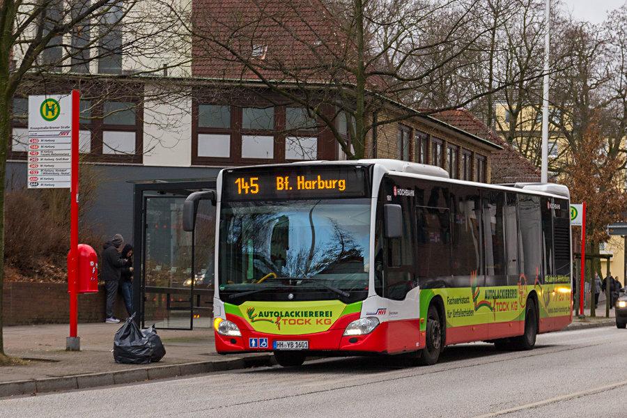 HHA 1601 auf der Linie 145 an der Haltestelle Bremer Straße/Knoopstraße.