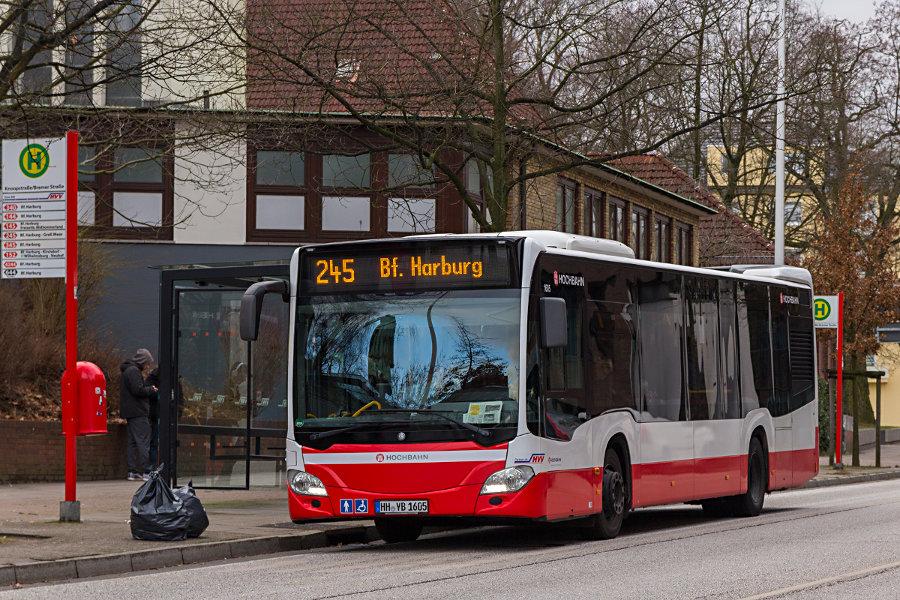 HHA 1605 auf der Linie 245 an der Haltestelle Bremer Straße/Knoopstraße.