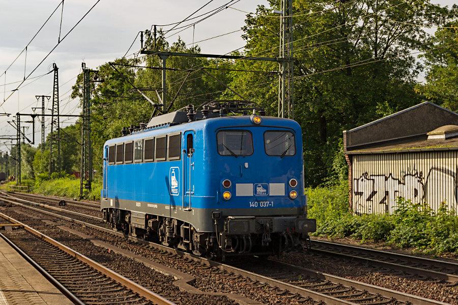 140 037 (140 831-9) im Bahnhof Hamburg-Harburg.
