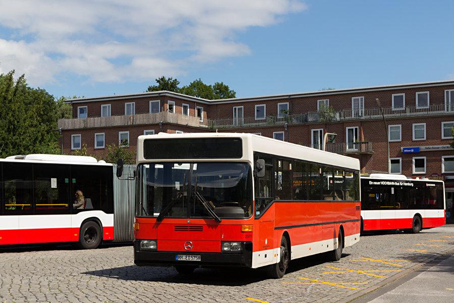 HOV 2575 (ex HHA 2575) im Überliege-Bereich der Haltestelle U Wandsbek Gartenstadt.