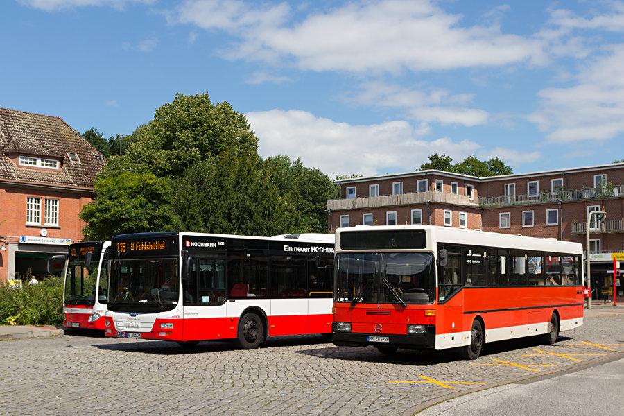 Drei Frontan im Vergleich - HOV 2575 (ex HHA 2575), HHA 1631 und HHA 7614 im Überliege-Bereich der Haltestelle U Wandsbek Gartenstadt.
