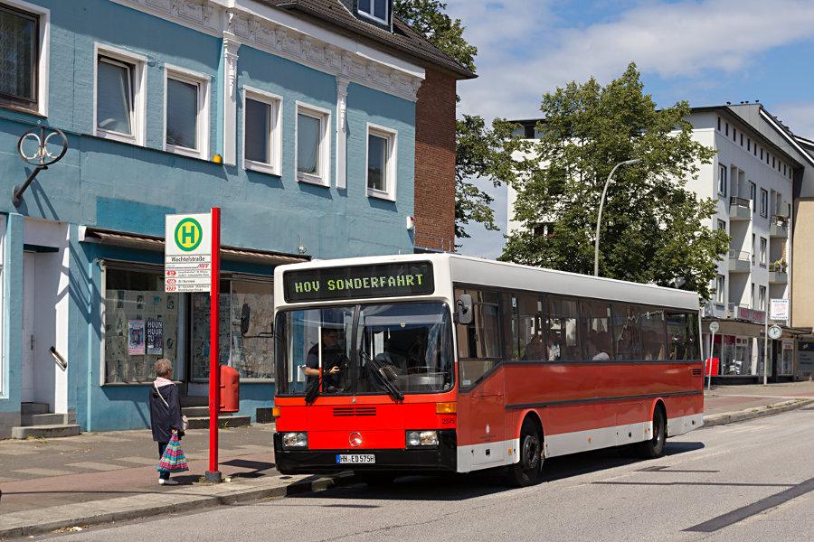 HOV 2575 (ex HHA 2575) an der Haltestelle Wachtelstraße