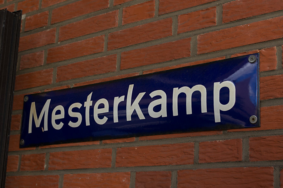 Straßenschild auf dem HHA-Betriebshof Mesterkamp.