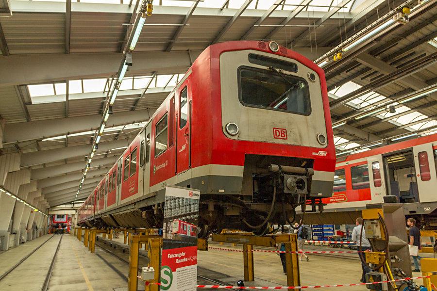 472/473-Einheit 212 während des Tags der offenen Tür 2017 im Instandhaltungswerk S-Bahn Hamburg.