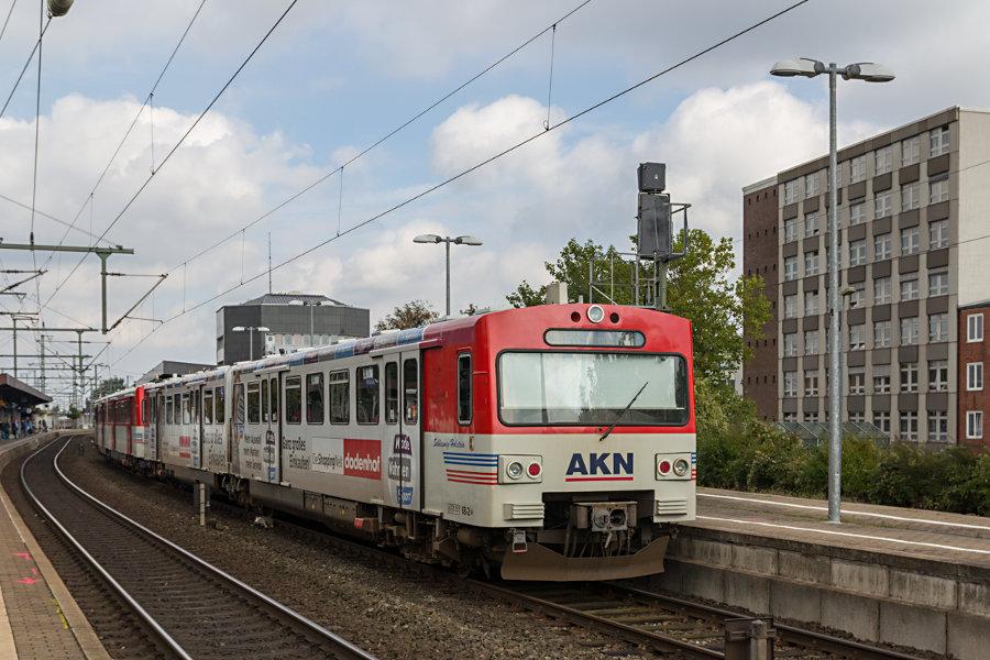 AKN VTA 2.68 im Bahnhof Neumünster.