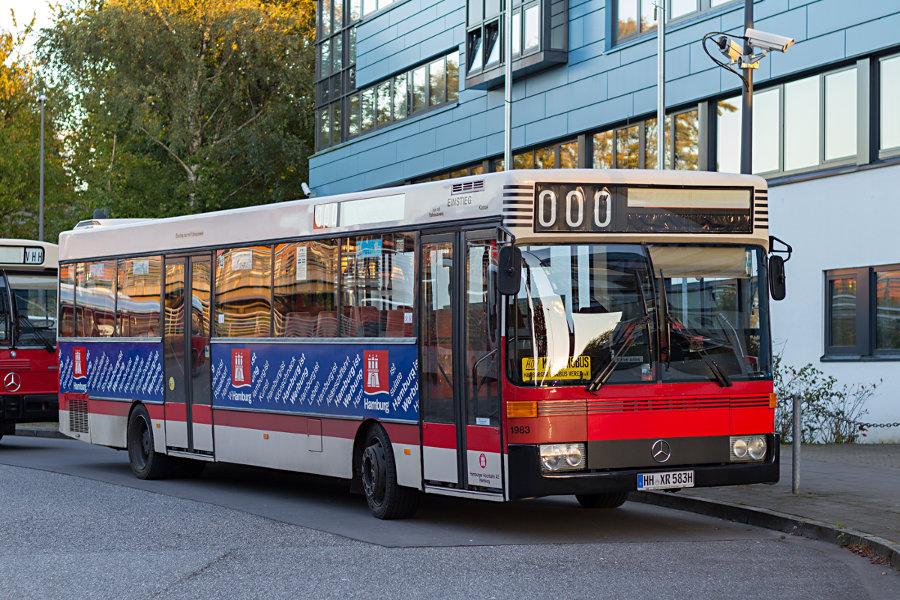 Wagen 1983 des HOVs beim 17. Verkehrshistorischen Tag 2017 auf der Omnibusanlage S Poppenbüttel.