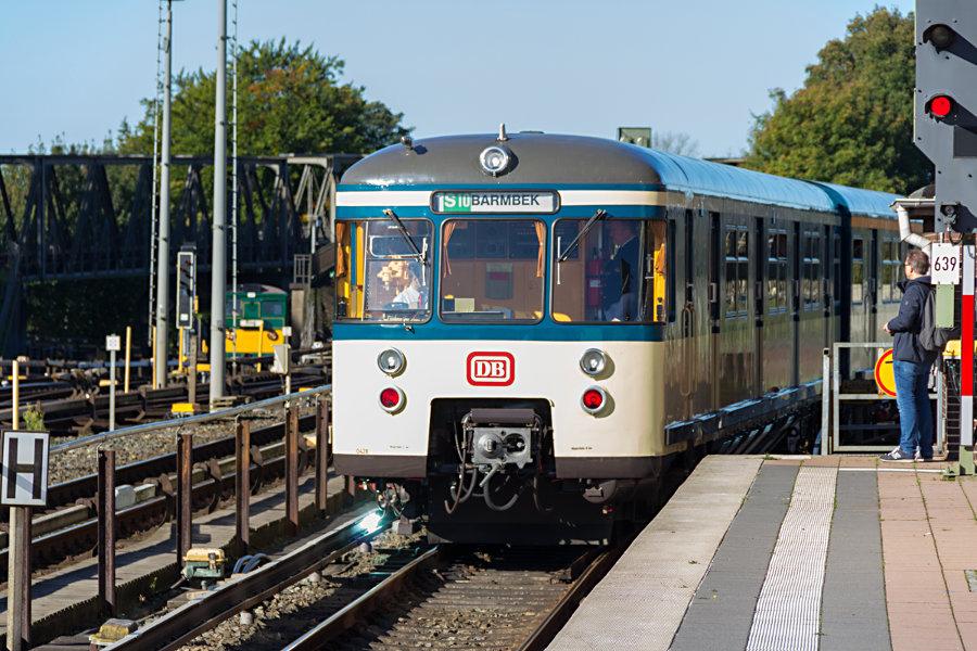 470 128 der HiSH beim 17. Verkehrshistorischen Tag 2017 im Bahnhof Barmbek.