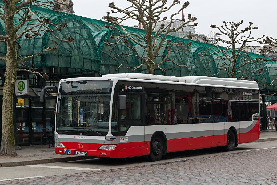 HHA 6301 auf der Linie 36 an der Haltestelle Rathausmarkt.