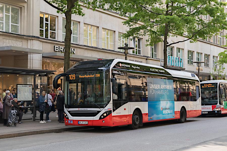 HHA 1491 auf der Linie 109 an der Haltestelle Gerhart-Hauptmann-Platz.