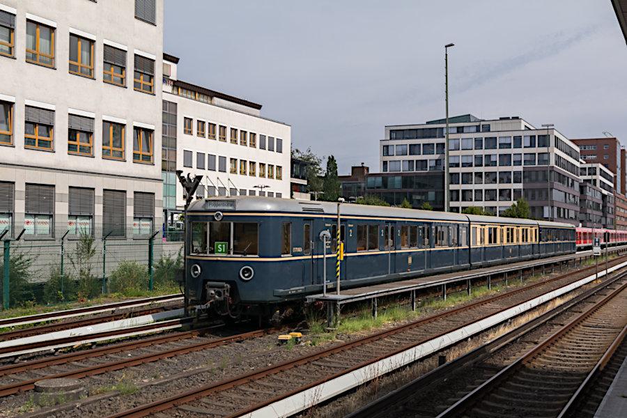 ET 171 082 der Historischen S-Bahn Hamburg e.V. (HiSH) zum 20-jährigen Jubiläum des Vereins im S-Bahnhof Poppenbüttel.
