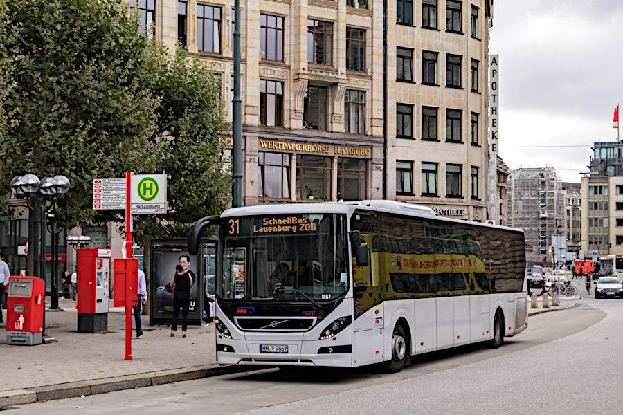 VHH 1867 auf der Schnellbus-Linie 31 an der Haltestelle Rathausmarkt.