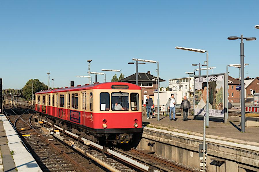 """DT 1 516 """"Hanseat"""" beim 19. Verkehrshistorischen Tag 2019 im Bahnhof Barmbek."""