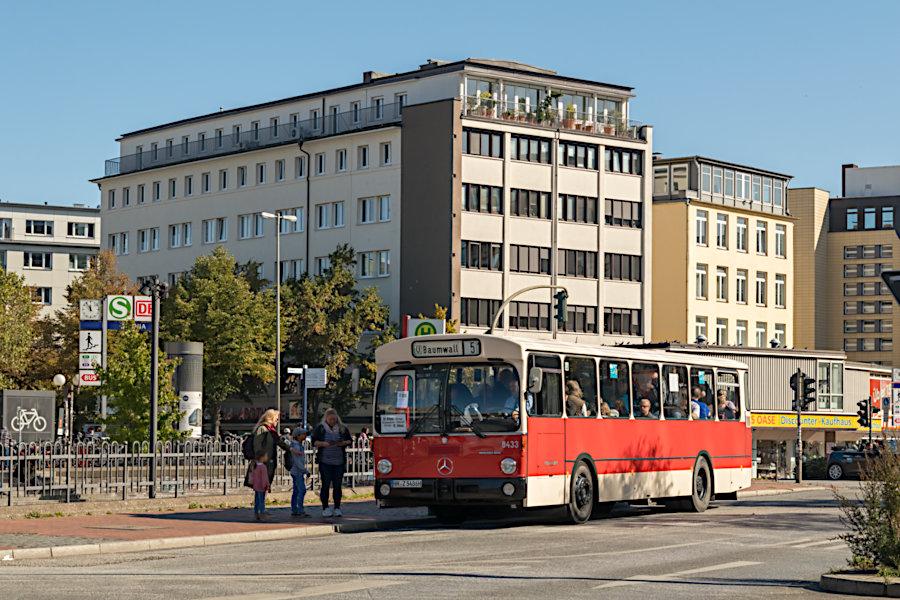VHH 8433 beim 19. Verkehrshistorischen Tag 2019 auf der Omnibusanlage Bf. Altona.