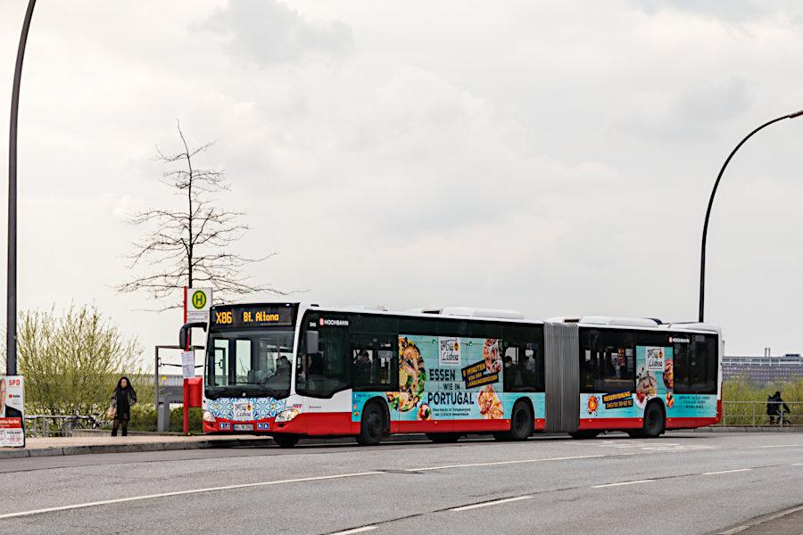 HHA 3908 auf der Xpessbuslinie X86 an der Haltestelle Teufelsbrück (Fähre).