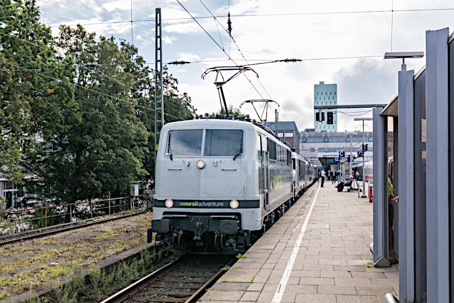 RailAdventure 111 210 mit dem >>Mobile Messe<<-Zug im Bahnhof Hamburg-Altona.