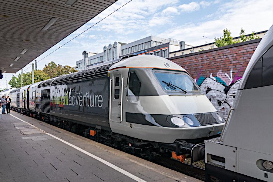 RailAdventure Class 42 43480 im >>Mobile Messe<<-Zug im Bahnhof Hamburg-Altona.