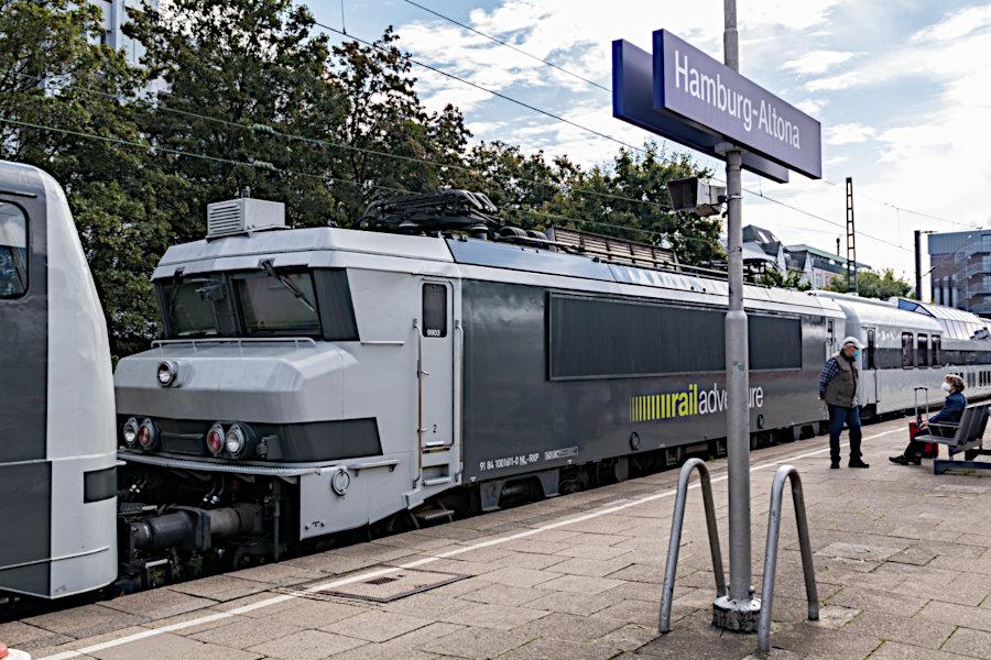 RailAdventure 9903 (ex NS 1611) im >>Mobile Messe<<-Zug im Bahnhof Hamburg-Altona.